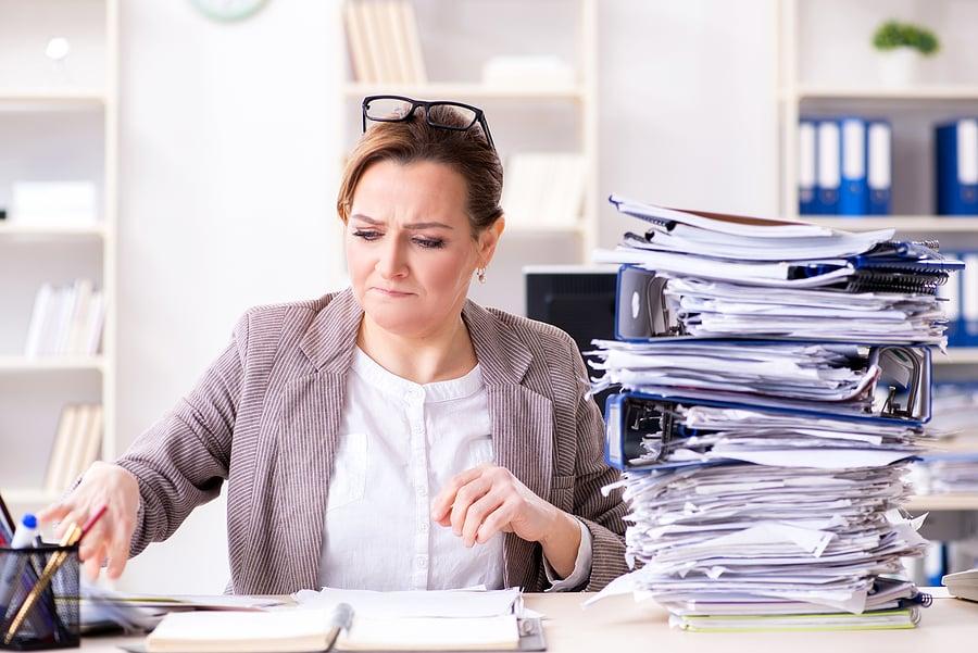 paper-clutter-on-desk